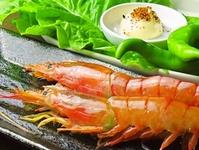刺身でもいける海老をこんがり焼いて、殻ごと食べられちゃいます