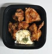 ふわふわオムレツ・熟成肉のハンバーグ・塩マスの味噌焼き・唐揚げ・エビフライ・わらびもち・黒蜜・漬物・付け合わせ・ケチャップ・タルタルソース