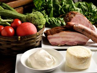 季節を味わう料理の数々。地元の素材を生かした逸品を堪能