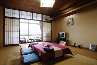 全室オーシャンビューの客室で、美しい景色を眺めながら堪能
