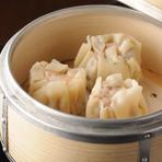広東料理を中心に、四川料理や創作中華も用意しています。本物の中華をつまみにお酒を楽しめます。