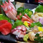 季節に合わせた旬の食材を活かした料理を提供してくれます。その日に仕入れた食材でメニューも変わるのが楽しみのひとつです。お酒も豊富に用意されているので楽しい時間が過ごせます。
