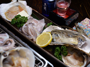 ホタテ、ほっき、大海老、殻付牡蠣、イカの一夜干しなど。お刺身でも出せるような新鮮な食材使用。