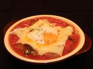ナスとキノコのトマト煮 温玉チーズ