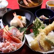 小鉢・炊き合わせ・茶碗蒸し・揚げ物・小どんぶり・蟹の味噌汁・手作りプリン 2名様よりご注文承ります。