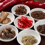 中国・四川のレストランで18年修行したシェフが作る料理は本場の味! 唐辛子など香辛料も四川から直に取り寄せています。