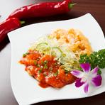 海老のチリソース煮とマヨネーズ合えの盛り合わせ。一皿で2度美味しい!