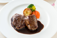 通常のセレクトディナーコースをボリュームアップ。 牛フィレステーキを増量(約160g)