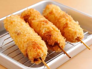 【くし壱】名物! 大きな『串カツ』。このボリュームと食べごたえを堪能してください
