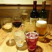 生ビール、ハウスワイン(赤・白)、スパークリングワイン、スプリッツァー、ハイボールが300円!