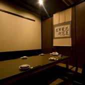 程よい照明と高級感溢れる店内はデートのお食事に最適。
