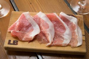 LB特製 平井豚もも肉の自家製ハム