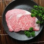 最もサシが入りやすく、きめ細かい肉質。ロースの中で最も柔らかい「リブ芯」と最も旨みがある「巻き」の両方を味わえる。A5等級神戸牛の醍醐味を感じられる部位。