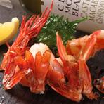 甘味の強い天然物の海老を、シンプルな塩とレモンでお召し上がりください。