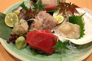 四季折々の旬の鮮魚を楽しむ『本日のお造り5点盛り合わせ』