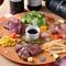 いいとこどり♪『本日のステーキ3種盛り』は人気の一品。