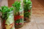 東温市の契約農家で採れた野菜をふんだんに使ったサラダです