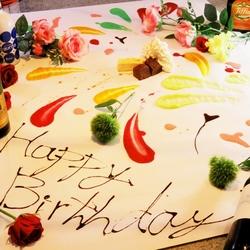 大人気のテーブルアート付きプラン♪ ケーキやフルーツ、ソースでお客様のテーブルの上で仕上げます♪