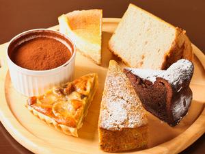 『自家製ケーキ各種』今日は、どのケーキにしますか。