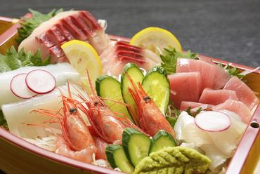 日本海で獲れた鮮魚を味わえる人気メニュー『舟盛り(3人前)』