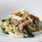 自家製のスパゲティ 魚介類と旬菜のペペロンチーノカラスミ添え