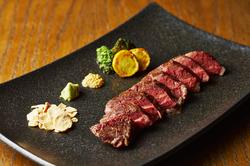 メインは厳選和牛ハラミ肉の肉厚ステーキ! 柔らかくて噛むほどに溢れる旨みです!