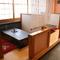 仕切られた掘りごたつのテーブル席や個室のお座敷をご用意