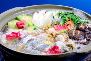 魚介は海老、ホタテ、牡蠣…などが入った『よせ鍋』