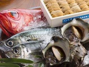 自ら市場に出向き、実物を見てから選ぶ「魚介類」