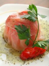 新しい味わい『冷やしトマトとモッツァレラの生ハム包み』