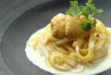 函館から届く生ウニと帆立貝のクリームソース 自家製細打ち麺タリオリーニで