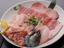 タンや豚トロ、地鶏など多彩なお肉