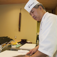 富山のホテル内日本料理店や有名料亭の料理長を経て、今回初めて自分の店を持つことになりました。今までの経験を活かしながら、さらに「和の心(精神)」を持って、日本料理を楽しんでもらえるような店となるよう、精進しております。どうぞお気軽に、ご家族やご友人様と一緒にお越しください。