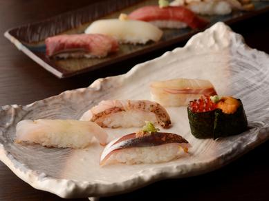 富山湾の朝獲れ魚を握っています『盛り合せ十貫』
