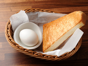 ドリンクをご注文のお客様にゆで卵とトーストがつきます。