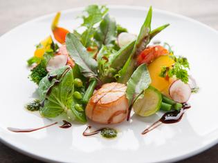 魚介類は辰ヶ浜漁港漁港、野菜は地元の農家より仕入れています