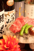 厳選された飛騨牛を岐阜県から直送!! 煙の少ない水晶でお席で焼いてお召し上がりください。