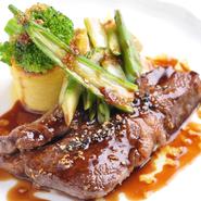 """新鮮な地元産の野菜や山菜、川魚、飛騨高山のブランド牛として有名な飛騨牛、日本海から直送される魚介などを料理に使用。フレンチの基本でもある""""地産地消""""を実践するお店です。"""