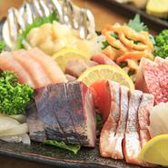 大将自ら仕入れたこだわりの新鮮な魚を、ボリューム満点の盛り合わせでどうぞ。