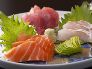 その日に仕入れた旬の魚を使用。内容はかわります。3点盛:980円~/松:2000円/竹:1500円/梅:1000円