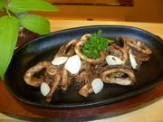 イカの肝と青森産ニンニクの美味しいソースが味の決め手! ジュージューと。