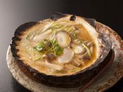 ホタテ、キノコ、ネギ、卵、味噌などを含み、栄養満点の一品。ホタテの旨味もたっぷりです
