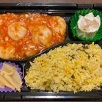 選べる中華弁当✨ ・牛肉のオイスター炒め・ユーリンチー・麻婆茄子(豆腐)・エビチリ、こちらの中からメイン料理がお選びいただけます。お食事は、白いご飯かチャーハンかお選びいただけます。(例エビチリ弁当)