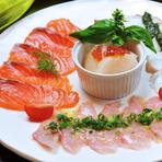 旬の魚のカルパッチョです。 キンメダイやスズキ、イサキ、マダイ、ヒラメ、ホウボウ、マグロ、カツオ、カジキマグロ、イワシ、ニシン、サーモン、タコ、ヤリイカ、などなど。 当日のお楽しみです。