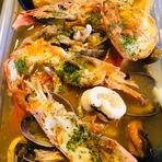 三陸産のムール貝や銚子産のキンメなどの白身魚などその季節のいちばん美味しい魚介を味わえます。
