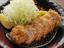 【とん子】の時代からの人気メニュー。ジュワッと肉汁が溢れます