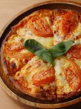 『フレッシュトマトのピザ』 テイクアウトするファン多数!