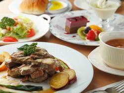 【1日5食限定】 旬の食材を使ったメイン料理が好評です。数量限定なのでお早目のご予約をお勧めします。