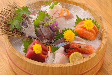 鮮度の良い魚をさばきます『刺身の盛り合わせ』