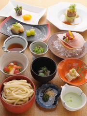 季節の食材がたっぷり詰まった、「会食」「宴会」「接待」にも好評のコースです。